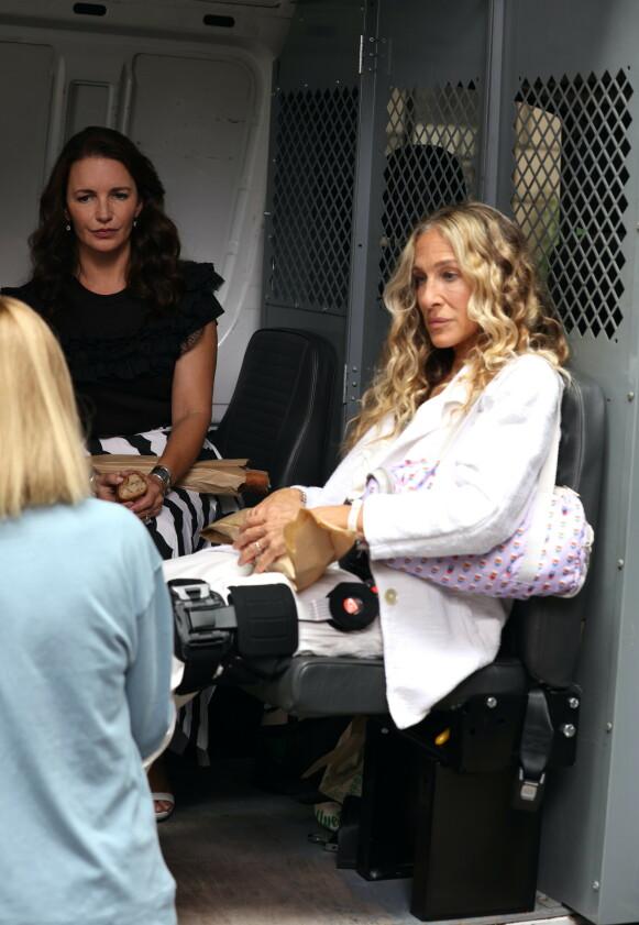 Kristin Davis og Sarah Jessica Parker på sett. FOTO: NTB