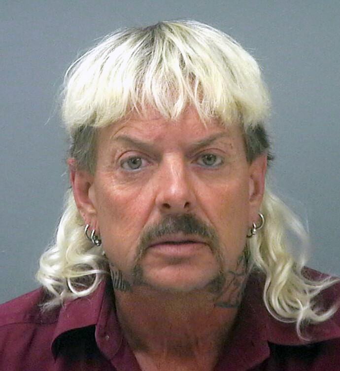 LANSERER HUDPLEIE: Fengslingsbildet fra Santa Rosa County Jail i Florida av Joseph Maldonado-Passage, også kjent som «Joe Exotic». Nå melde han på Instagram at han lanserer hudpleieserie. FOTO: NTB