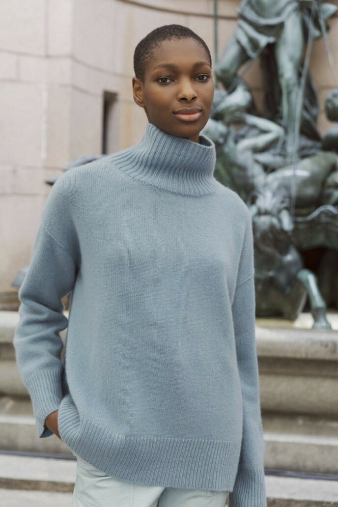 Sjekk fargen! En høyhalset genser gjør det enkelt å holde varmen (kr 3475, Soft Goat).