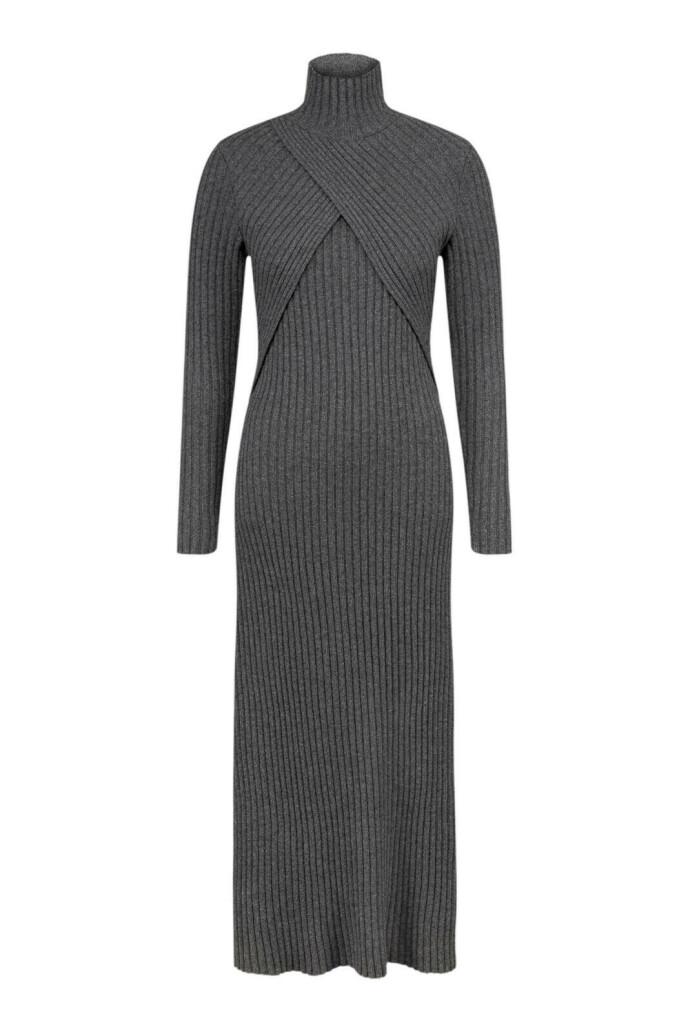 Klart du kan bruke kjoler hele året! Strikkekjole (kr 5000, Envelope1976).