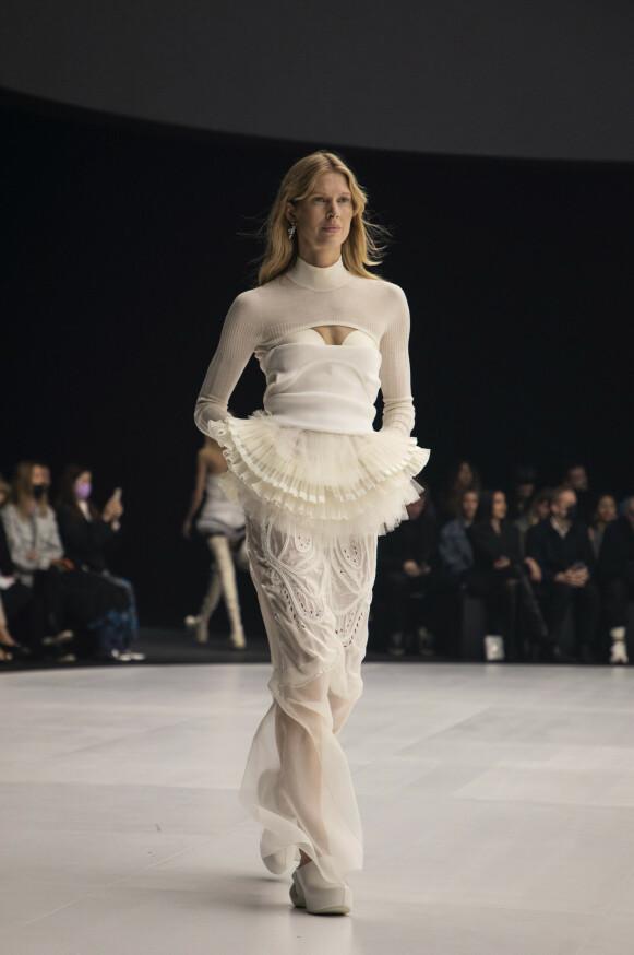I PARIS: Den norske modellen lukket Givenchy-visningen i Paris under den franske moteuka søndag. FOTO: NTB
