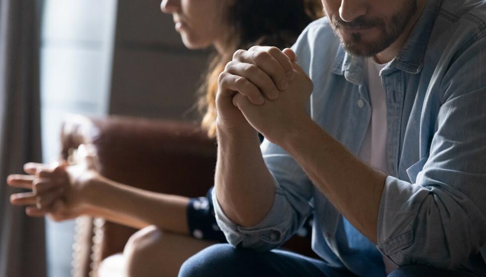 LITT FOR KOMFORTABEL: I et etablert forhold er det mange som slutter å pynte seg for hverandre, og det er ikke uvanlig at det fører til at du føler deg mindre tiltrukket av partneren din. FOTO: NTB