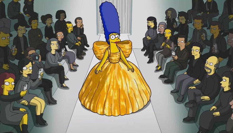 PÅ CATWALKEN: Marge fra The Simpsons på catwalken for Balenciaga i Paris. FOTO: Balenciaga