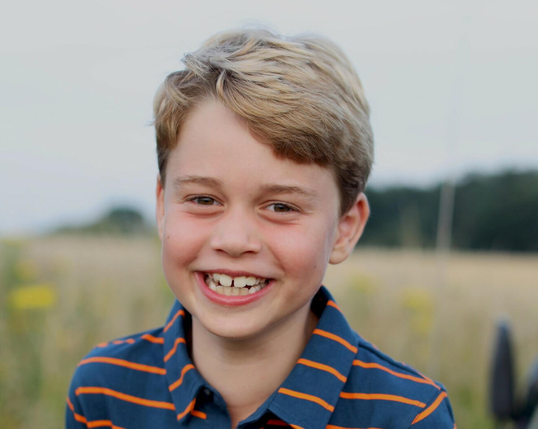 FLERE FORNAVN: Prins Williams sønn, prins George Alexander Louis har et tradisjonelt kongelig navn. Han har flere fornavn og er oppkalt etter slektninger før han. Foto: NTB