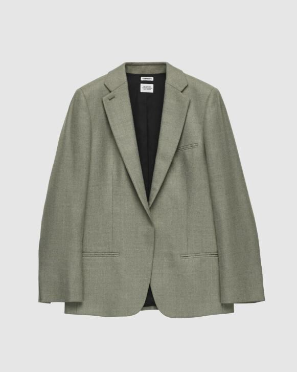 Grønn med skjult knapp (kr 5000, Tom Wood).