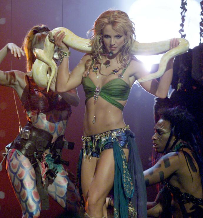 STjERNE: Britney Spears under MTV Video Music Awards i New York i 2001. FOTO: REUTERS/Gary Hershorn/NTB