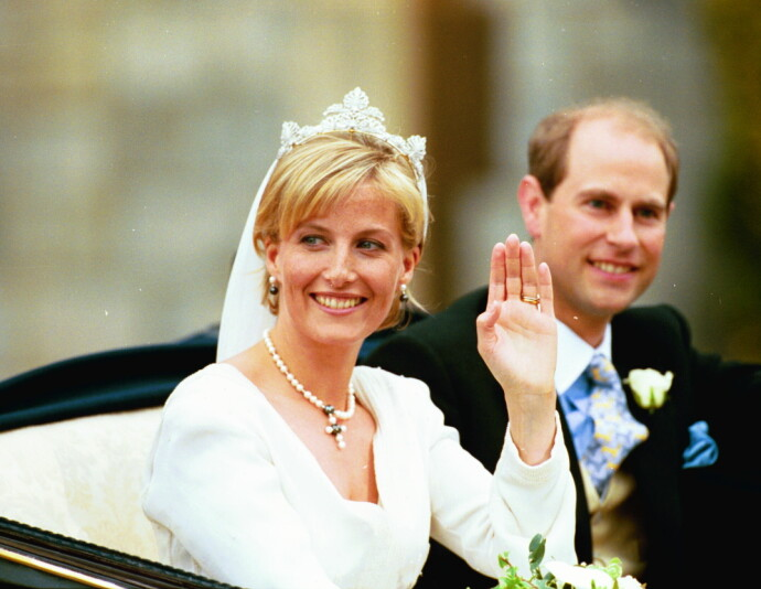 GIFT MED PRINSEN: Sophie Rhys-Jones giftet seg med dronning Elisabeths yngste sønn Edward i 1999. FOTO: y Mark Large/Daily Mail/REX/NTB