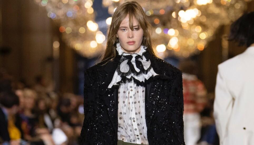 PÅ CATWALKEN: Norske Kristine Lindseth på catwalken for Louis Vuitton i Paris. FOTO: NTB