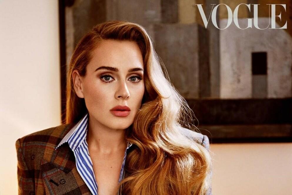 ADELE: Den britiske artisten stråler på nye fotografier i britiske og amerikanske Vogue tatt av de anerkjente motefotografene Alasdair McLellan og Steven Meisel. FOTO: Faksimile amerikanske Vogue